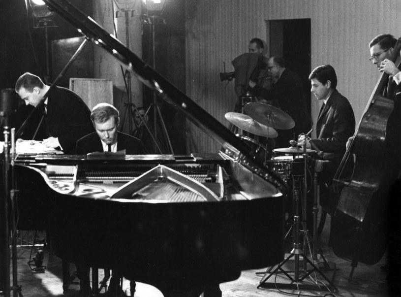 1965 rok - koncert w Filharmonii Narodowej, od lewej: Jerzy Milian, Krzysztof Komeda Trzcinski, Leszek Dudziak /Marek A. Karewicz /Agencja FORUM