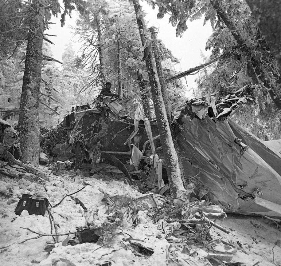 1969 Na stoku Policy w Paśmie Babiogórskim , na terenie Zawoi rozbił się samolot An-24 SP-LTF PLL LOT /Jan Olszewski (CAF) /PAP