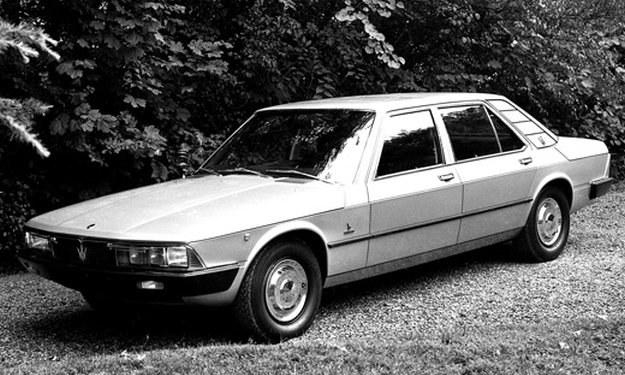 1974-1978, silnik 3.0 V6 (210 KM) - jedyna przednionapędowa generacja, zbudowana na bazie Citroena XM, nadwozie zaprojektowane przez Marcello Gandiniego i studio Bertone; powstało jedynie 13 szt. /Maserati