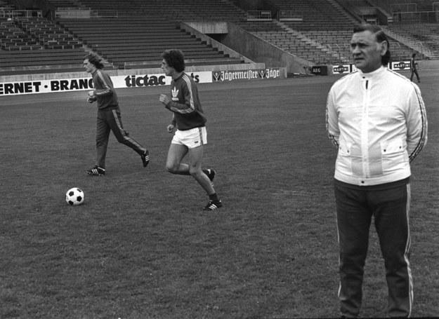 1974. Piłkarskie Mistrzostwa Świata. Trening reprezentacji Polski, z prawej trener Kazimierz Górski /CAF/archiwum