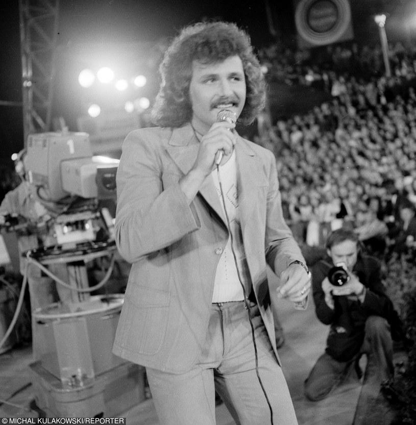 1976 Opole, Festiwal Piosenki, n/z Krzysztof Krawczyk fot. Michał Kułakowsk /East News