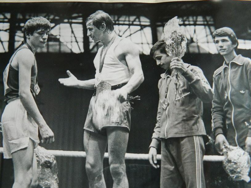 1977 rok. Leszek Błażyński na najwyższym stopniu podium w ME w Halle /INTERIA.PL