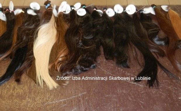 """""""2,5 kg ludzkich włosów w różnych kolorach"""". Udaremniono nietypowy przemyt"""