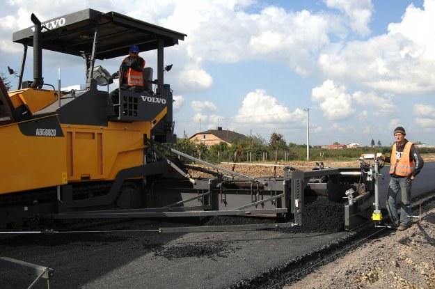 2,7 mld zł zarezerwowano na wypłaty dla firm, które budują płatne drogi i zarządzają ich odcinkami /© Bauer