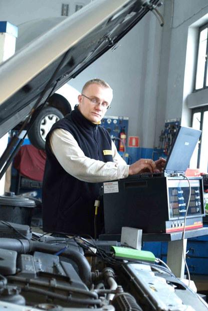 2.Dzięki uniwersalnym testerom elektronicznym poznajemy stan samochodu oraz jego przeszłość / klikn /INTERIA.PL