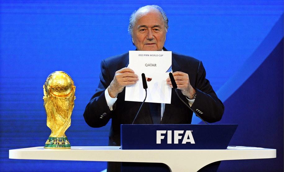 2 grudnia 2010, prezydent FIFA Joseph Blatter ogłasza, że MŚ 2022 gościł będzie Katar /WALTER BIERI  /PAP/EPA