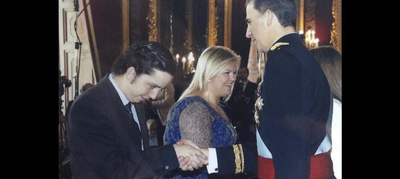 20-latek na koronacji króla, zdjęcie autentyczne, fot. Facebook.com/pequeno.francisco.nicolas /