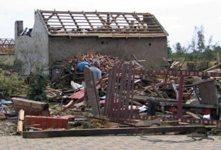 20 lipca ub. roku przez kilka podczęstochowskich gmin przeszła  trąba powietrzna /RMF