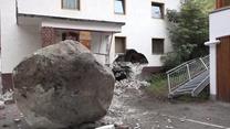 20-tonowy głaz stoczył się z góry i uderzył w dom