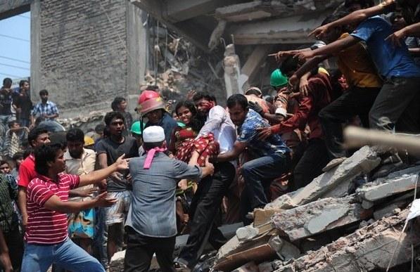 200 ofiar śmiertelnych zawalenia się budynku /AFP