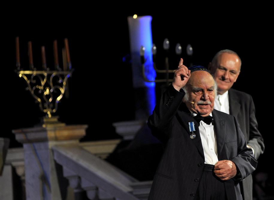 2008 r., Leopold Kozłowski (L) i autor tekstów piosenek Jacek Cygan (P) podczas koncertu jubileuszowego z okazji 60-lecia pracy artystycznej Kozłowskiego /Jerzy Ruciński /PAP