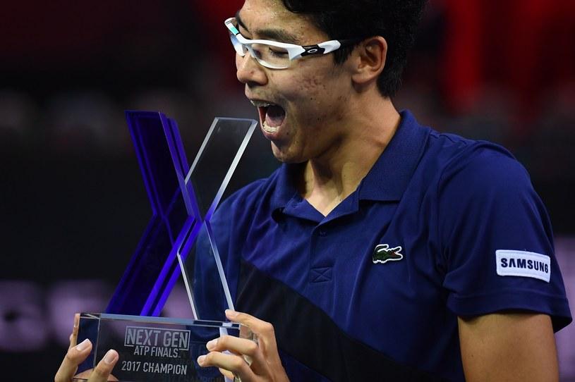 21-letni Koreańczyk Hyeon Chung zasłużenie został triumfatorem i zdobywcą debiutanckiego tytułu ATP /AFP