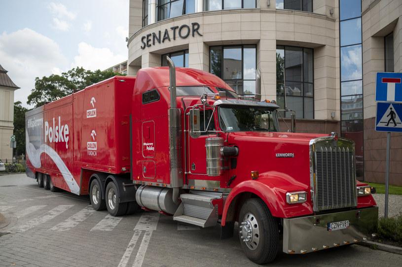 21-metrowa ciężarówka, promująca polskie produkty i polskich producentów w ramach kampanii #WspieramyPolskę.