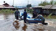 21 ofiar śmiertelnych osunięć ziemi i powodzi na płn. zach.