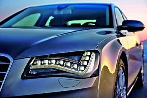 22 diody odpowiadają za światła do jazdy dziennej, 22 - za kierunkowskazy, 10 dużych diod - za światła mijania, a 2 duże diody - za światła długie. /Audi