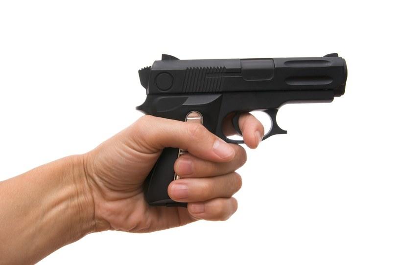 22-latek na salon gier uzbrojony w zabawkowy pistolet i kominiarkę / Ilia Shcherbakov /123RF/PICSEL
