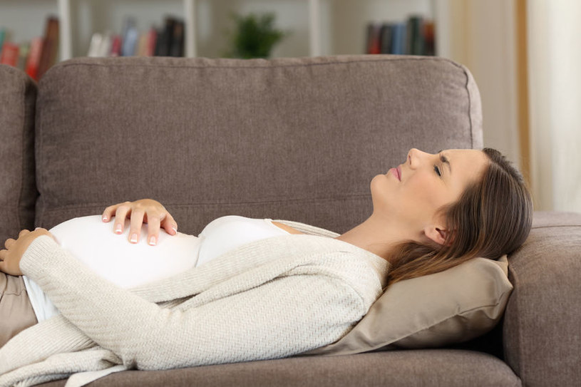 22-latka symulowała ciążę przed osobami zainteresowanymi adopcją /123RF/PICSEL