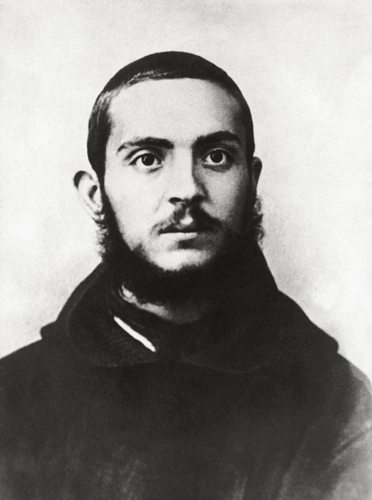 23-letni duchowny prawdopodobnie nie podejrzewał, że kiedyś zostanie ogłoszony świętym / Mondadori Portfolio / Contributor /Getty Images