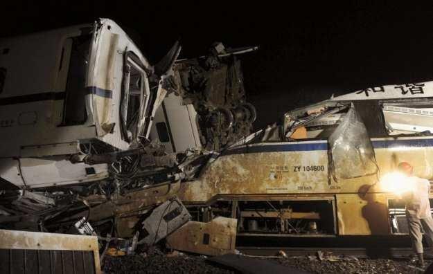 23 lipca 2011 - zderzenie dwóch superszybkich pociągów w prowincji Zhejiang na wschodzie Chin /AFP