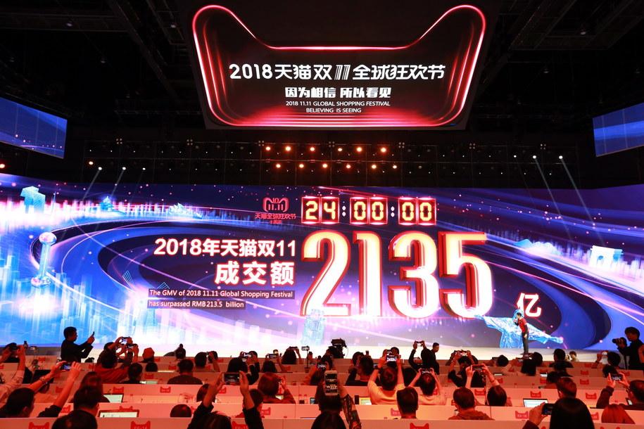 24-godzinny festiwal zamknięto wynikiem 213,5 mld juanów – o 27 proc. wyższym niż w ubiegłym roku /XU KANGPING /PAP/EPA