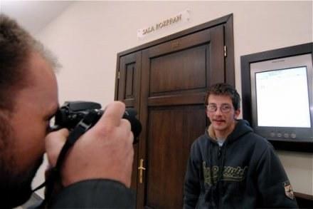 24-letni Marek Witoszek chętnie pozował fotoreporterom / fot. Wojciech Trzcionka /Gazeta Codzienna