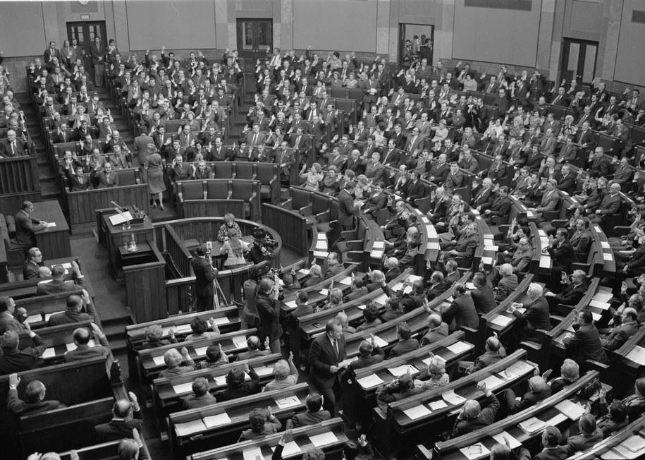 25 lat temu, 29 grudnia 1989 roku, Sejm uchwalił ustawę o zmianie Konstytucji Polskiej Rzeczypospolitej Ludowej. Zdj. ilustracyjne /CAF/Damazy Kwiatkowski   /PAP