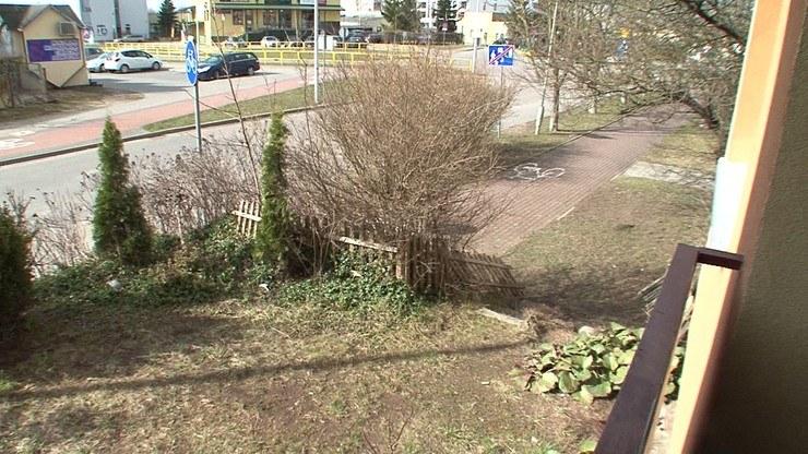 25-letni wnuk odwiedził pokrzywdzoną i wyrzucił ją przez balkon /Polsat News