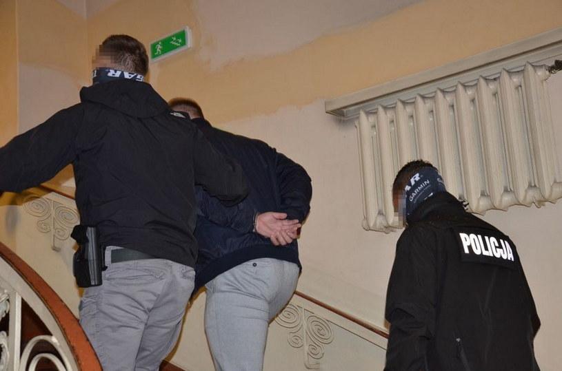 27-latek korespondował w sieci z 14-letnią dziewczynką i składał jej propozycje seksualne /KMP w Gdańsku /Policja