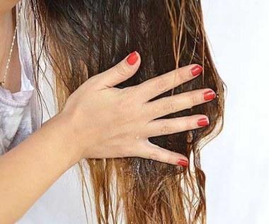 3 domowe maseczki z miodu na każdy rodzaj włosów