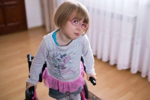3-letnia Laura /Się Pomaga /