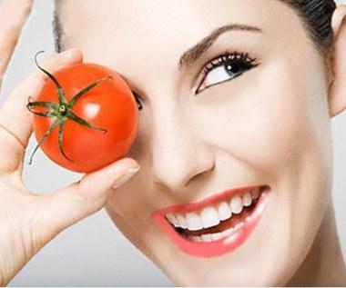 3 maseczki do twarzy z pomidorów, dla każdego typu skóry