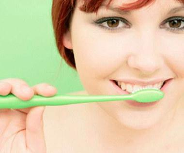 3 proste przepisy na domową pastę do zębów