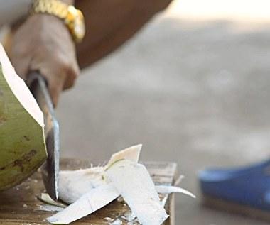 3 sposoby na otworzenie orzecha kokosowego