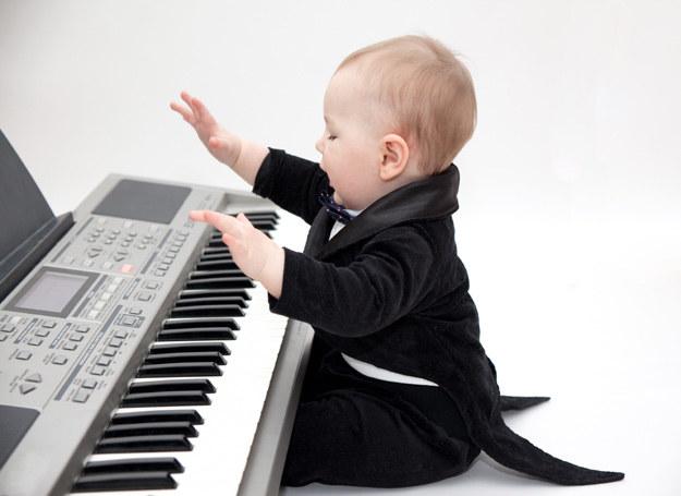 3 zabawy, które uwrażliwią słuch dziecka /123RF/PICSEL