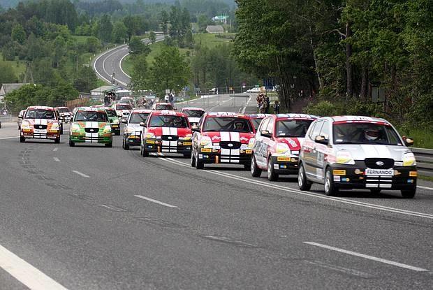 30 kierowców Pucharu Kia na odcinku drogi krajowej /INTERIA.PL