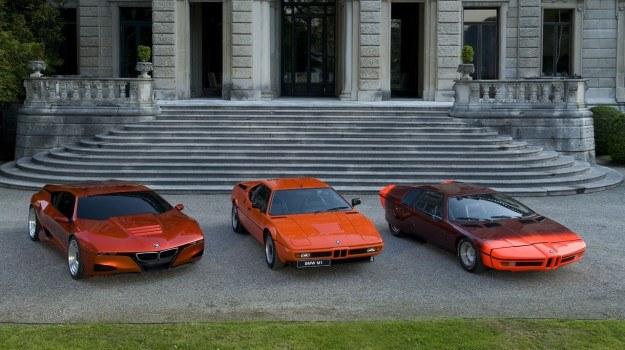 """30 lat po debiucie M1 (na fot. pośrodku), w 2008 roku, BMW zaprezentowało koncepcyjny samochód supersportowy M1 Hommage (z niem. """"hołd""""; na fot. po lewej). Auto pozostało jednak wyłącznie prototypem - nie zamontowano w nim silnika ani nie ujawniono zdjęć kokpitu. /BMW"""