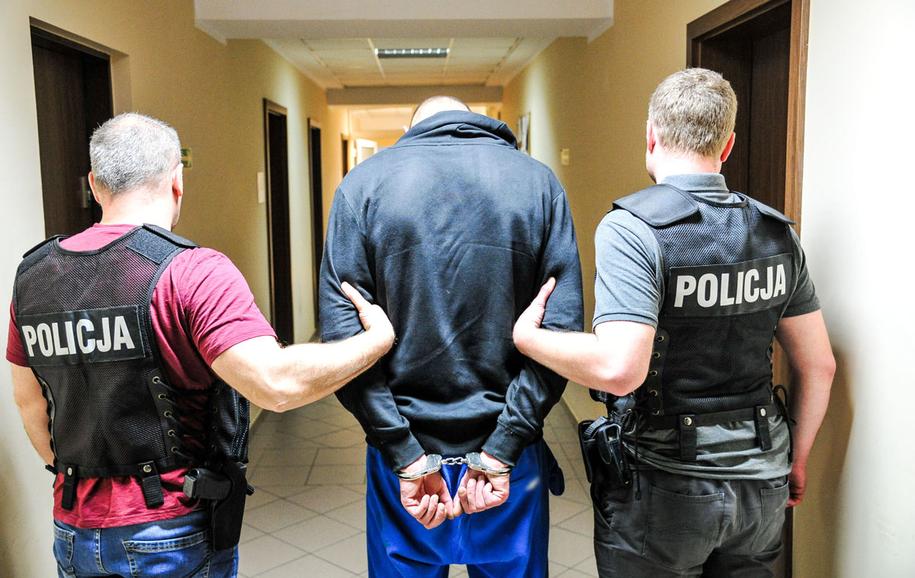 30-latek został zatrzymany tuż przed północą /Policja