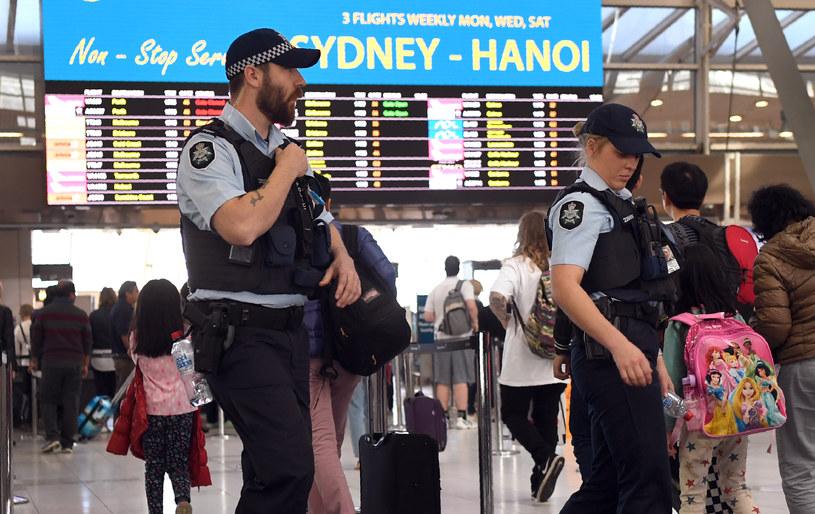 30 lipca: Służby patrolują lotnisko w Sydney /William West /AFP