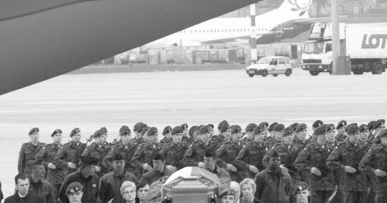 30 trumien na lotnisku Okęcie
