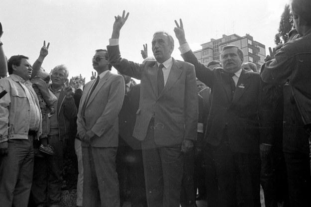 31 sierpnia 1989 r., Gdańsk. Tadeusz Mazowiecki i Lech Wałęsa na obchodach rocznicy Sierpnia '80 /Tomasz Wierzejski /Agencja Gazeta