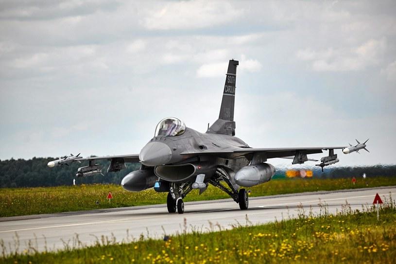 32. Baza Lotnictwa Taktycznego Polskich Sił Powietrznych w Łasku, która obsługuje samoloty F-16 /Tomasz Stańczak  /