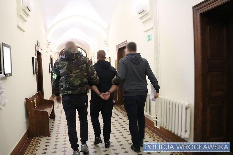 32-latek został aresztowany za kierowanie gróźb karalnych /KMP Wrocław /Policja