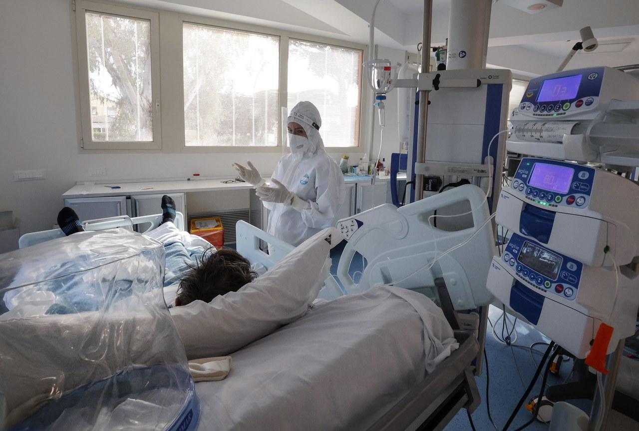 336 osób zakażonych koronawirusem zmarło. Ponad 6 tys. nowych zachorowań [NOWE DANE]