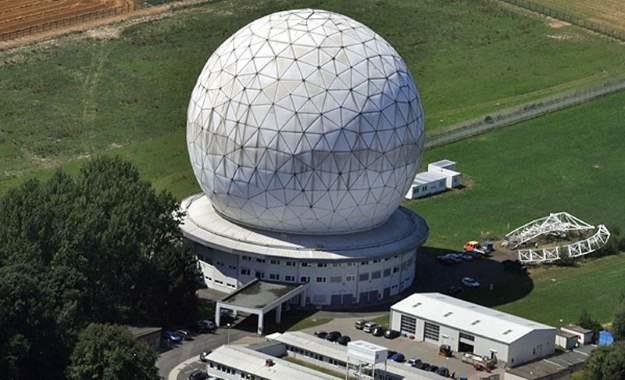 34-metrowy niemiecki radar TIRA do monitorowania przestrzeni kosmicznej / Źródło: Towarzystwo Fraunhofera /Kosmonauta