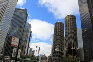 35-latek przejdzie z zachodniej wieży Marina City na rzeką Chicago do budynku Leo Burnett /Paweł Żuchowski /RMF FM