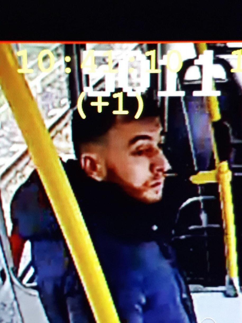 37-letni Gökmen Tanis na kadrze z nagrania z monitoringu, opublikowanym przez policję w Utrechcie /POLITIE UTRECHT HANDOUT /PAP/EPA