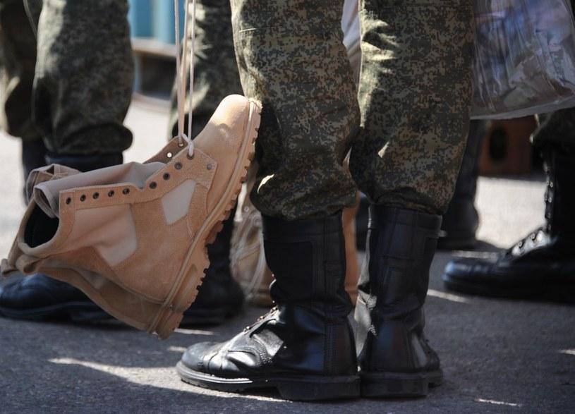 376 żołnierzy i kursantów uczelni wojskowych zakaziło się koronawirusem podczas prób przed defiladą 9 maja w Moskwie, zdjęcie ilustracyjne /Maxime POPOV /AFP
