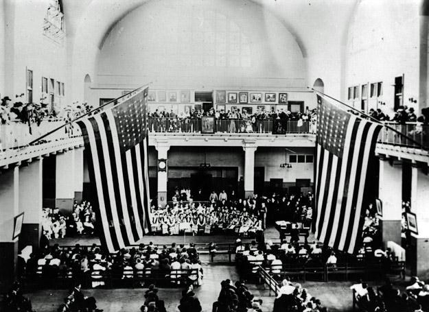 4 czerwca 1916 r.: Koncert rosyjskich emigrantów, Ellis Island /Getty Images/Flash Press Media