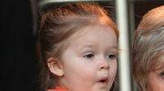 4-letnia Harper Beckham nadal żuje smoczek! Lekarze ostrzegają!