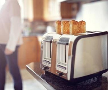 4 nieodpowiednie sposoby użycia tostera